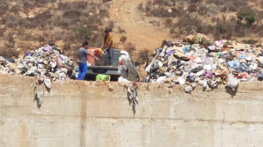 Municipio convierte centro de transferencia en basurero(Jayme García)