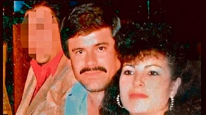 A primera vista Joaquín Guzmán Loera se enamoró, pero no le gustó el rechazo inmediato de la mujer, quien no ignoraba quién era él y el tipo de negocios al que se dedicaba.(Captura de pantalla)