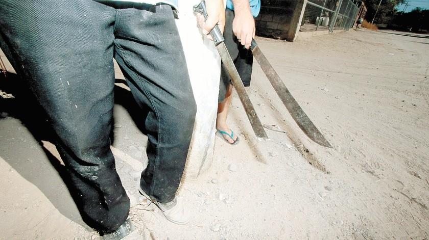 El machetero le salió al paso y lo despojó de su teléfono celular.(Banco Digital)