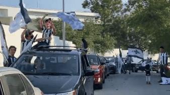 Aficionados formaron gran caravana previo al