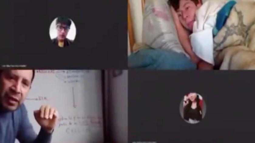 Docente sorprende a alumno tomando clase desde la comodidad de su cama(Tomada de la red)