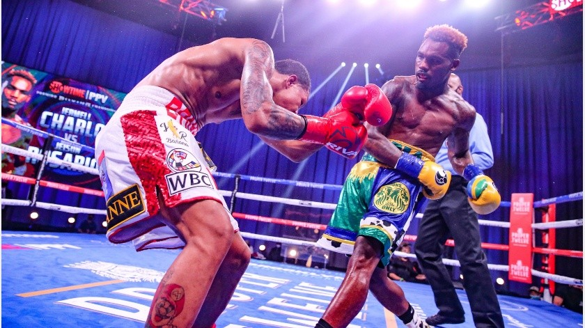 Jermell Charlo noqueó a Jeison Rosario.(Twitter @premierboxing)