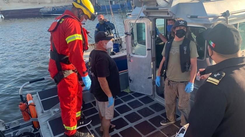 Rescatan a un mexicano y tres estadounidenses a bordo de embarcación(Cortesía)