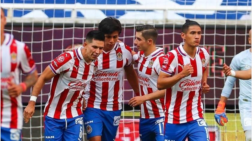 """Chivas buscará reducir la cantidad de jugadores para prestarlos al """"Tri"""" para viajar a Holanda(Instagram @chivas)"""