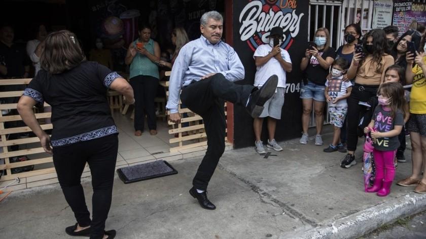El hombre en entrevista para el Noticiero Guatevisióncomentó que perdió a su hijadebido a una falla renal el 23de junio.(AP)