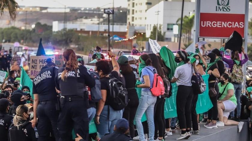 Marchan a favor de despenalizar el aborto en BC(Gustavo Suárez)