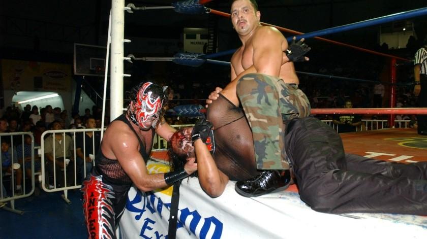 Depredador, libró grandes batallas, incluyendo una intensa rivalidad con Blue Demon Jr, con quien perdió la máscara en 1998.(Cortesia)