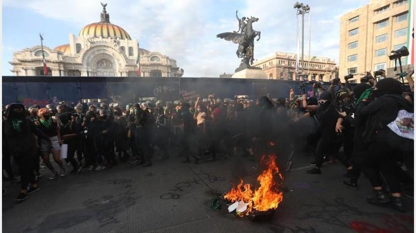 """López Obrador destacó que Claudia Sheinbaum Pardo, jefa de Gobierno de la Ciudad de México, dio a conocer """"de una infiltración"""" en el movimiento de mujeresV(EFE)"""
