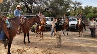 Corporaciones apoyados por ciudadanos buscan a la mujer desaparecida en El Retiro en Álamos, Sonora.