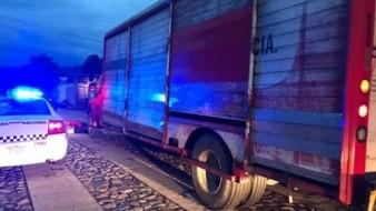 La Guardia Nacional rescató a tres trabajadores de una empresa refresquera que habían sido privados de su libertad con todo y camión.