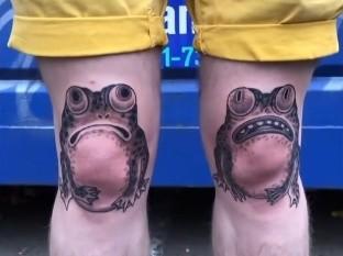 Se tatuó dos ranas en las rodillas y el resultado sorprende a las redes