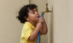 También el ejercicio puede hacerte sudar más por eso recuerda siempre hidratarte de forma correcta.