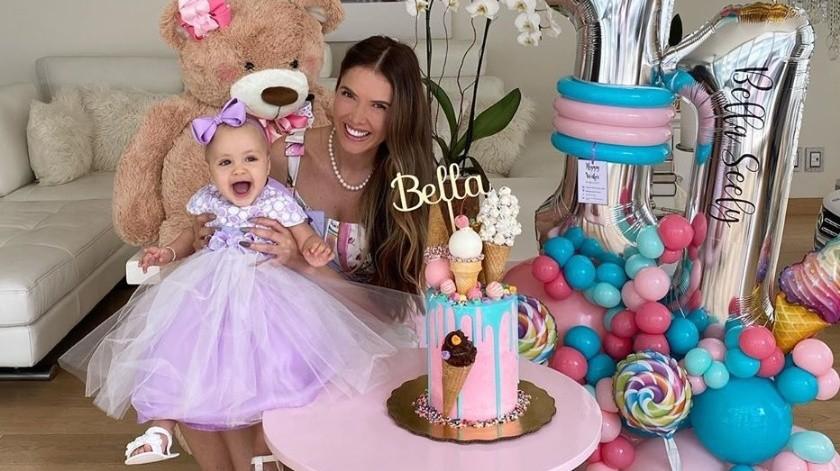 Bella, de 11 meses de edad, es hija de la actriz Marlene Favela y el empresario australiano, Geoger Seely, quienes contrajeron matrimonio en diciembre de 2017 y anunciaron su separación en junio de este año.(Instagram/bellaseely_)