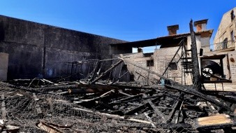 Arde la casa del coronel Esteban Cantú