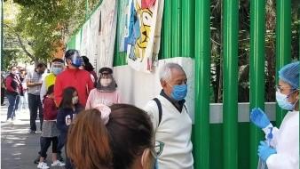 Se forman largas filas en CDMX para vacunarse contra la influenza