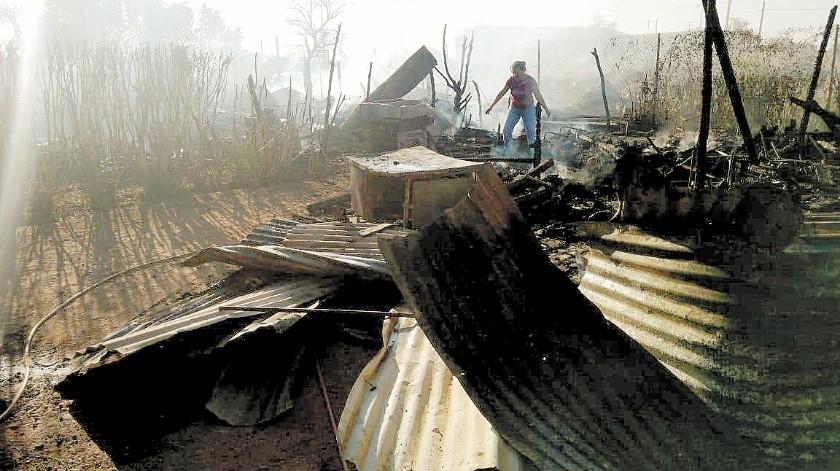 Dos familias perdieron sus pertenencias en un incendio en Navojoa.(Cortesía)