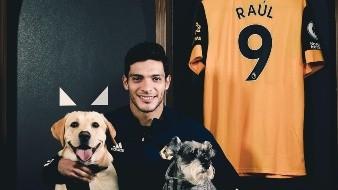 Raúl Jiménez sigue firme en el Wolverhampton.