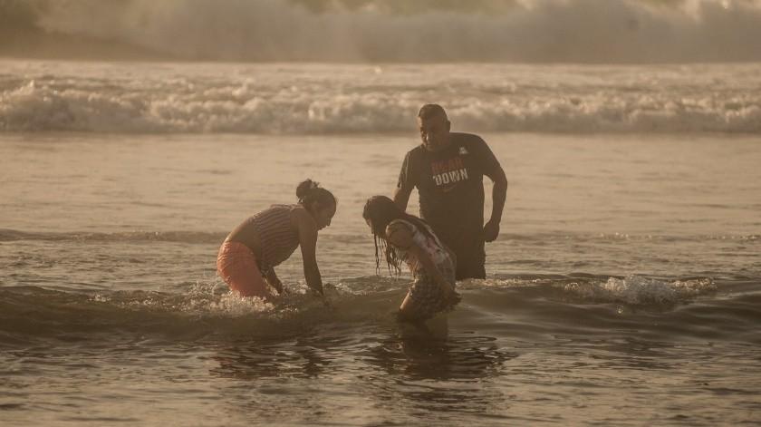 Abarrotan Playas de Tijuana en primer día de reapertura(Gustavo Suárez)