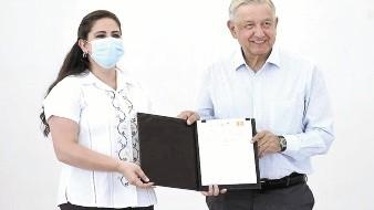 En la foto aparecen la alcaldesa Célida López Cárdenas y el presidente Andrés Manuel López Obrador.