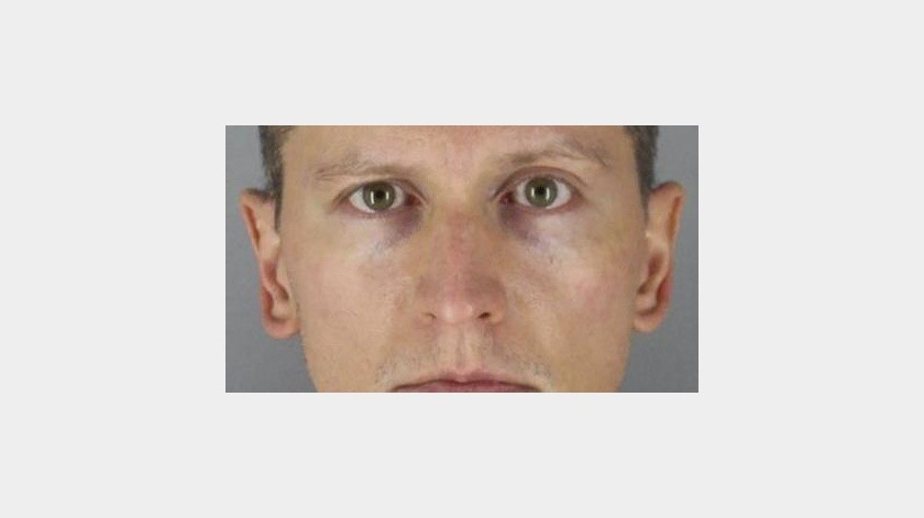 Rechazan un cargo contra policía asesino de George Floyd(AP)