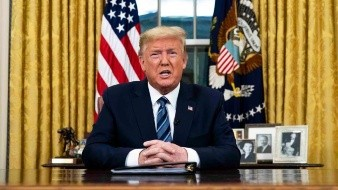 Pese a no superar cuarentena por Covid-19, Trump vuelve al Despacho Oval