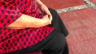 Una mujer de 74 años de edad relató cómo fue atracada por un sujeto que le arrebató su bolso y provocó que se cayera.