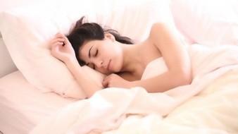 ¿Por qué tenemos la sensación de saltar cuando dormimos?