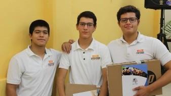Los alumnos del plantel Reforma Diego Torres González, Norberto Encinas Domínguez y Luis Eduardo Ayala Duarte, lograron el cuarto lugar de la competencia.