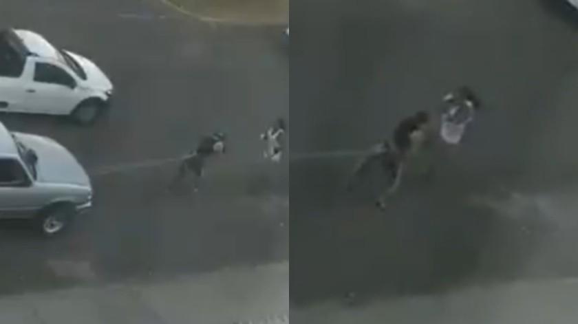 Al estilo de Rocky Balboa entrena un joven en plena calle