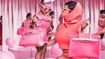 La cantante rapera y su hija Kulture visten y portan accesorios de marca