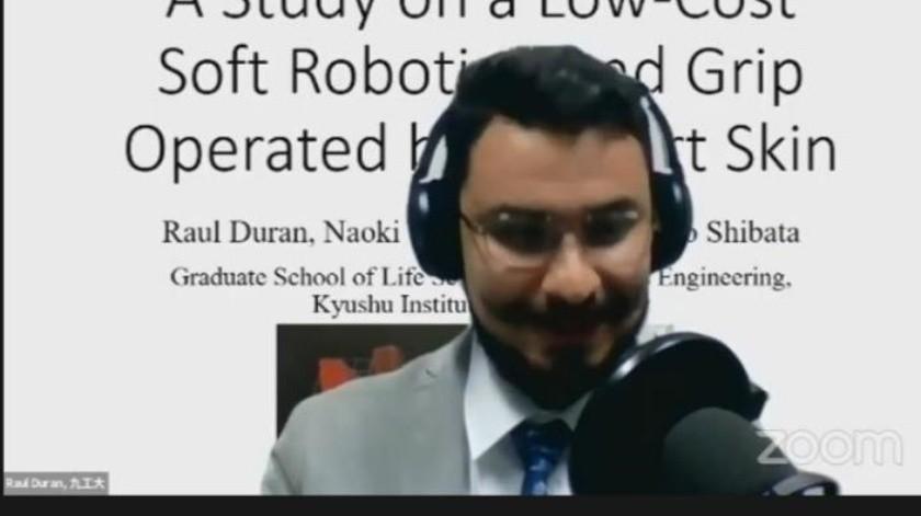 Raúl Durán al momento de obtener el reconocimiento de la Sociedad Robótica de Japón, vía virtual(Especial)
