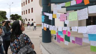 En varias ocasiones alumnas de la Unison han instalado el 'tendedero del acoso' para denunciar casos de acoso en la institución
