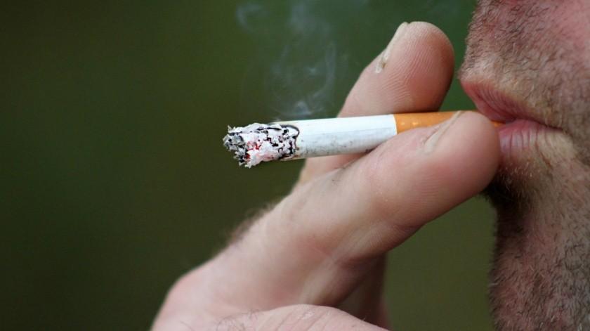 De acuerdo con los expertos, el tabaquismo es uno de los factores de riesgo para algunos tipos de cáncer(Pixabay)