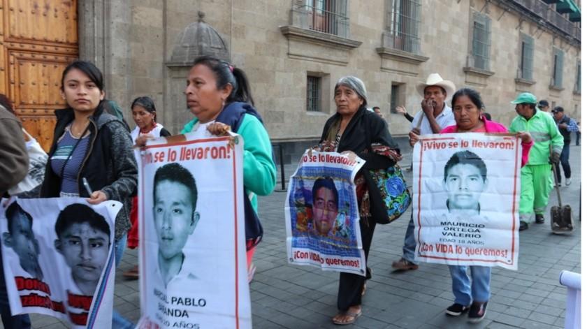 Los padres de los 43 normalistas de Ayotzinapa no han dejado de buscar a sus hijos(Archivo GH)