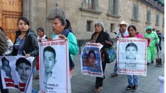 Los padres delos 43 normalistas de Ayotzinapa confían que Cienfuegos revele que hicieron con sus hijos en Iguala