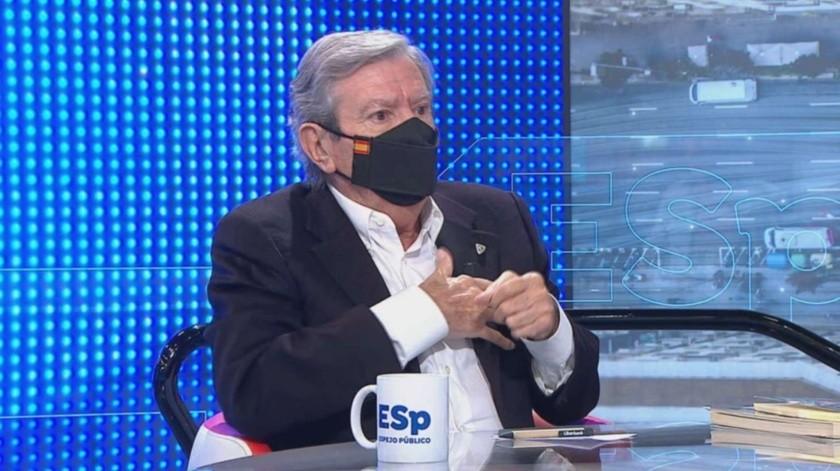 Recibe descarga en el corazón durante entrevista en vivo y continúa(Espejo Público / Antena 3)