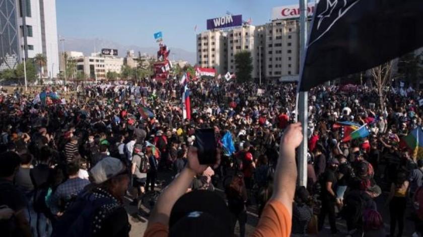 """Chile vive la marcha más grande en meses a días del aniversario del """"estallido social""""(EFE)"""