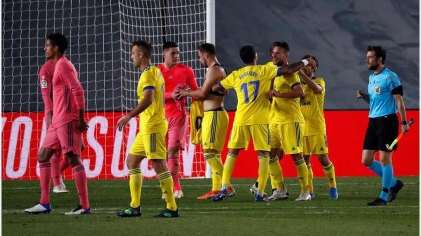 Los jugadores del Cádiz celebran la victoria.(EFE)