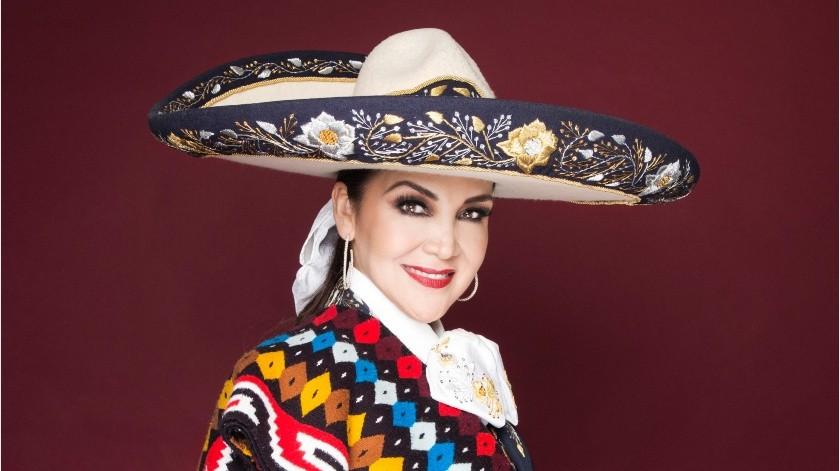 La cantante celebrará hoy 45 años de trayectoria artística con un concierto que transmitirá desde el Auditorio Nacional.(Cortesía)