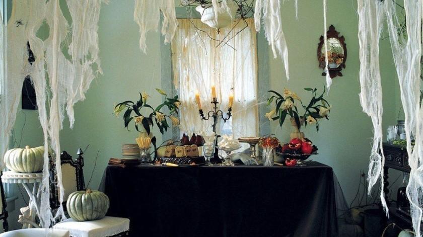 Algo muy típico de la decoración de Halloween son las arañas, en donde quiera las puedes ver, y aunque varían sus tamaños y diseños son un clásico de esta temporada.(Tomada de la red)