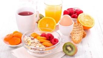 Para una buena alimentación se debe incluir todos los días el consumo de frutas, verduras y fibra