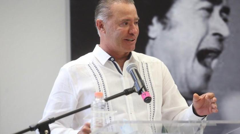 Quirino Ordaz, gobernador de Sinaloa, niega que Salvador Cienfuegos sea su padrino de bodas(Twitter @QuirinoOC)