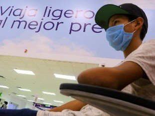 El plan de Ángel Leonel para recuperar su brazo está funcionando, expresó,  minutos antes de abordar un avión en  el Aeropuerto Internacional de Hermosillo para trasladarse a la Ciudad de México donde se entrevistará con representantes de la Fundación Michou y Mau.