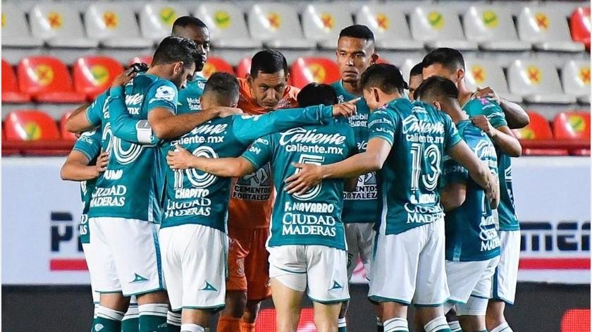 Club León le agradece con donativo de calzados al Necaxa por haberle prestado su estadio(Instagram @clubleon_oficial)