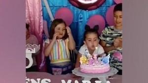 VIDEO: Niña 'desgreña' a otra por soplar la velita del pastel