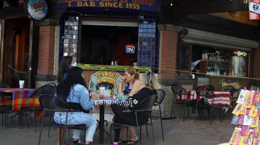 Los restaurantes atraen a los consumidores pero se les pide respetar protocolos de salud.(Sergio Ortiz)