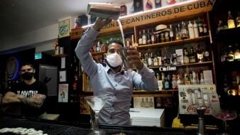 Crean jóvenes cantineros cubanos tragos con plantas nativas