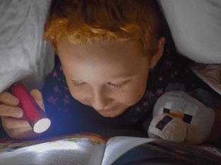 Conoce la importancia de introducir la lectura en la rutina antes de dormir