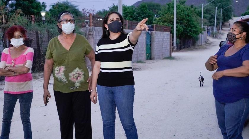 Atiende Célida López las necesidades de vecinos de Altares(ESPECIAL)