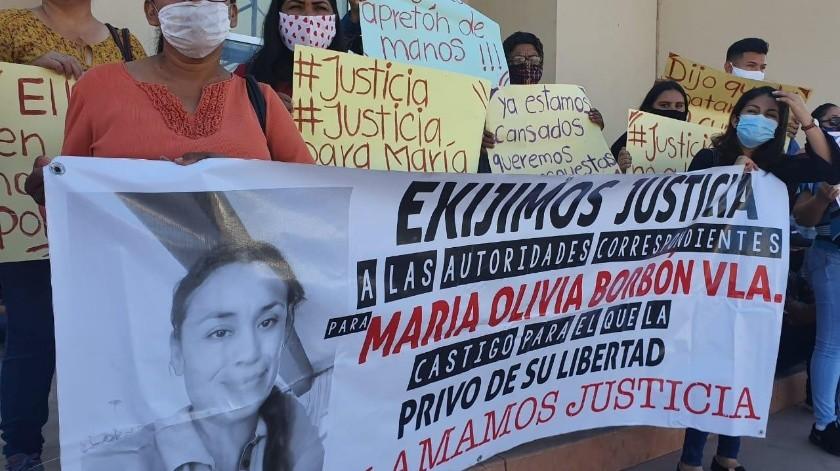 Familiares y amigos de María Olivia Borbón Valenzuela se manifestaron en la Fiscalía General de Justicia del Estado en Ciudad Obregón.(Mayra Echeverría)